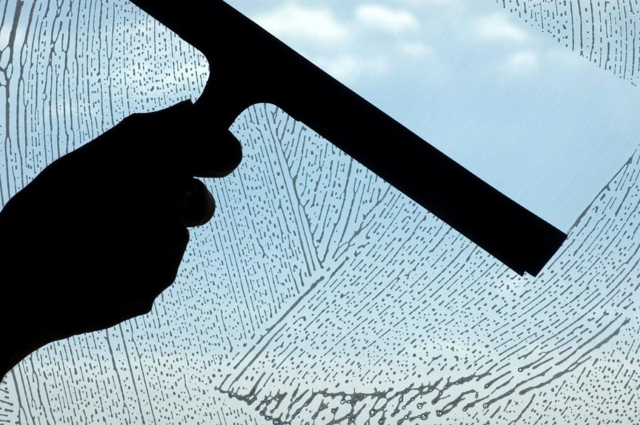 cara_membersihkan_kaca_jendela