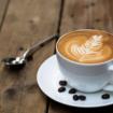 memilih_cangkir_atau_gelas_kopi